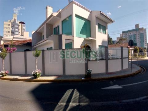 Casa Residencial para venda no Centro em Jaragua do Sul com 193m² por R$ 1.600.000,00