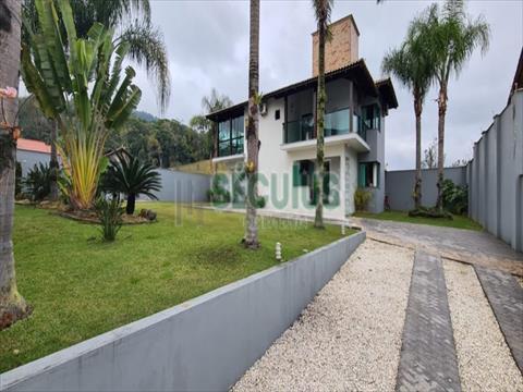 Casa Residencial para venda no Ilha da Figueira em Jaragua do Sul com 210m² por R$ 1.400.000,00
