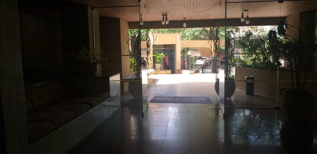 13650.6629, Apartamento de 3 quartos, 110 m² no condomínio Versalhes à venda no Centro - Londrina/PR